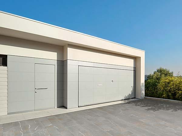 Installazione-serrande-per-garage-Modena